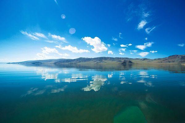 ясный день на озере Толбо