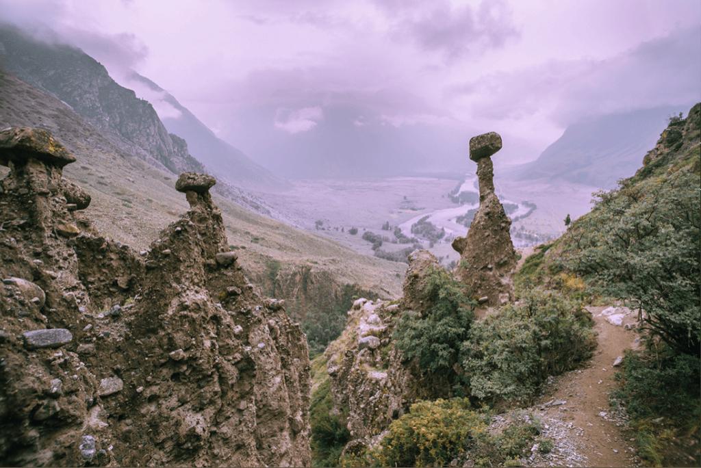 Каменные грибы, вид на долину реки Чулышман