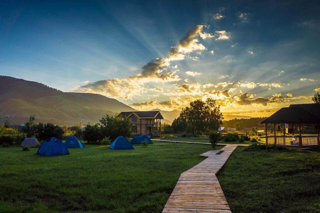 наша база и палаточный лагерь