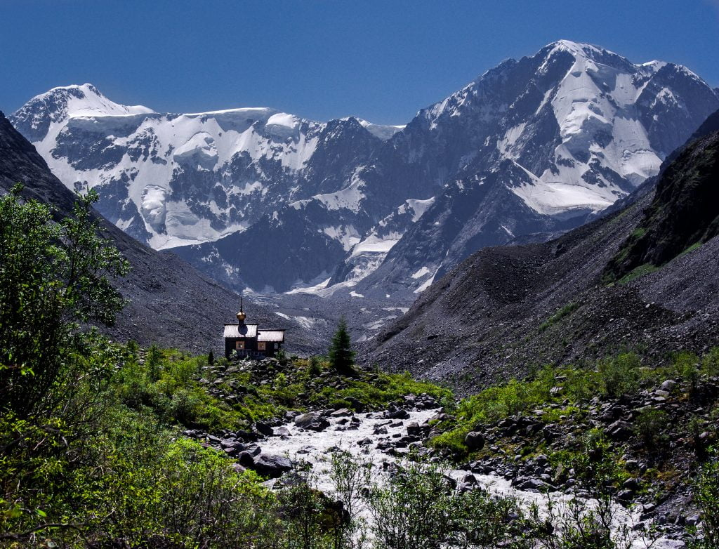 часовня у подножия горы Белуха